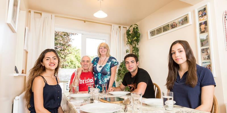 Amichevole famiglia ospitante