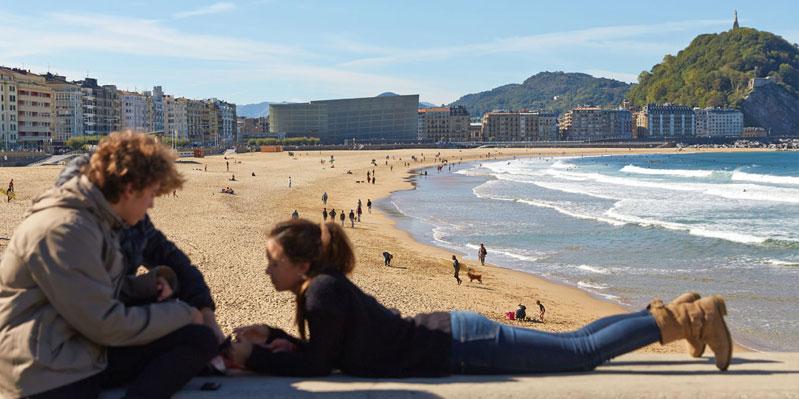 Rilassarsi sulla spiaggia